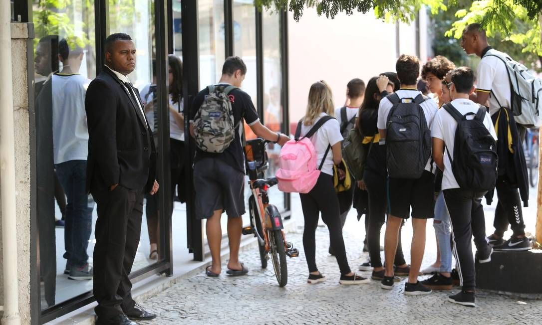 A volta ao ambiente escolar, de acordo com a prefeitura, será voluntária tanto para professores quanto para alunos de escolas particulares Foto: Guilherme Pinto/16-4-2019 / Agência O Globo