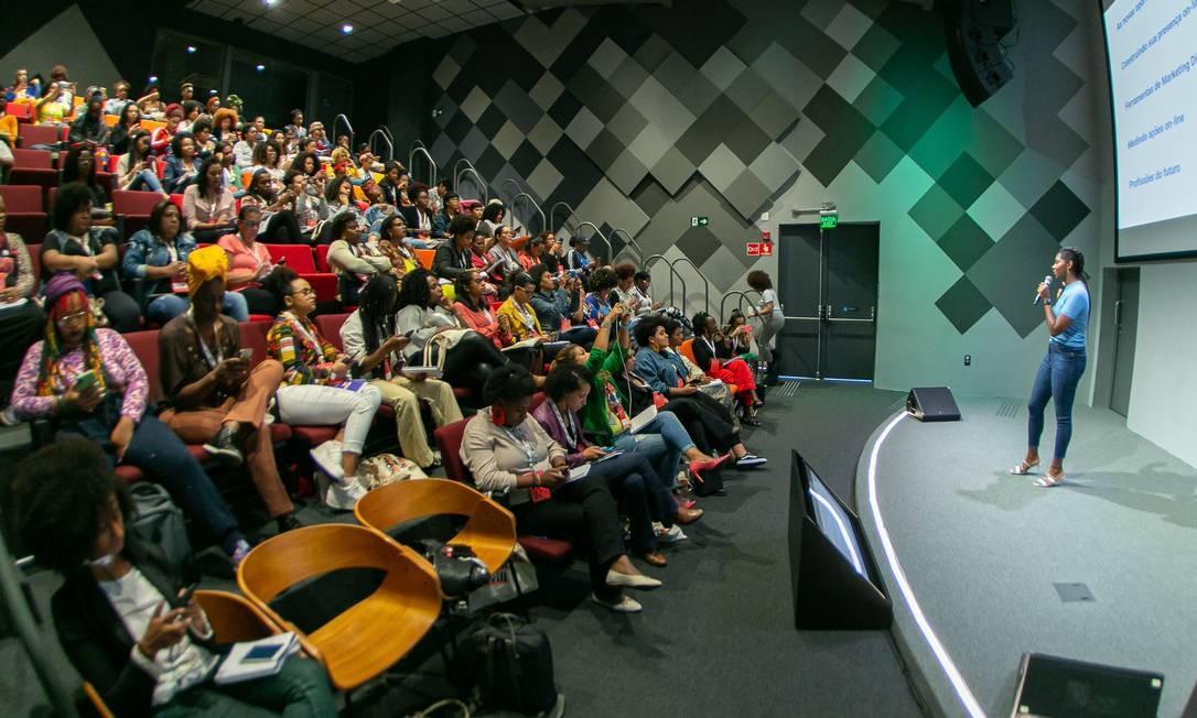 Programa de capacitação do Institituto Rede Mulher Emprendedora vai apoiar 50 mil mulheres nos próximos dois anos Foto: Ricardo_Godoy / Reprodução RME/Google