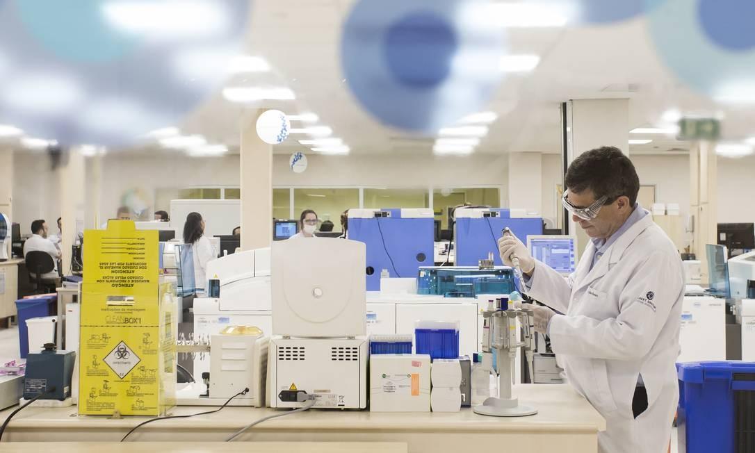Laboratório do Hospital Albert Einstein desenvolve pesquisas sobre o coronavírus. Foto: Edilson Dantas / Agência O Globo Foto: Edilson Dantas / Agência O Globo