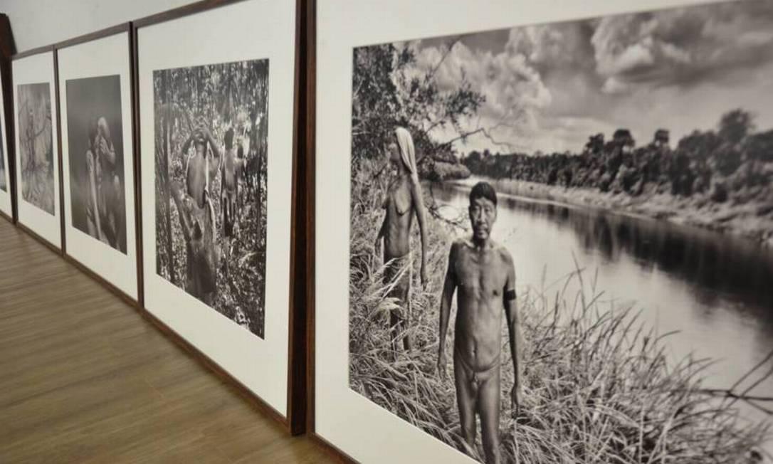 Fotografias expostas em salas da Funai foram doadas pelo fotógrafo Sebastião Salgado durante visita à Comunidade indígena Korubo, na Terra Indígena do Vale do Javari, Amazonas, em setembro/outubro 2017 Foto: Funai/Divulgação