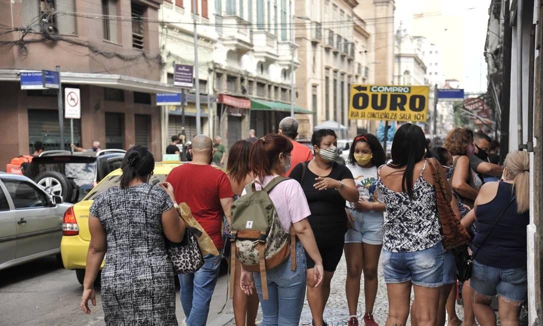 Consumidores foram às compras no Saara, no Centro Foto: Saulo Angelo/Futura Press / Agência O Globo