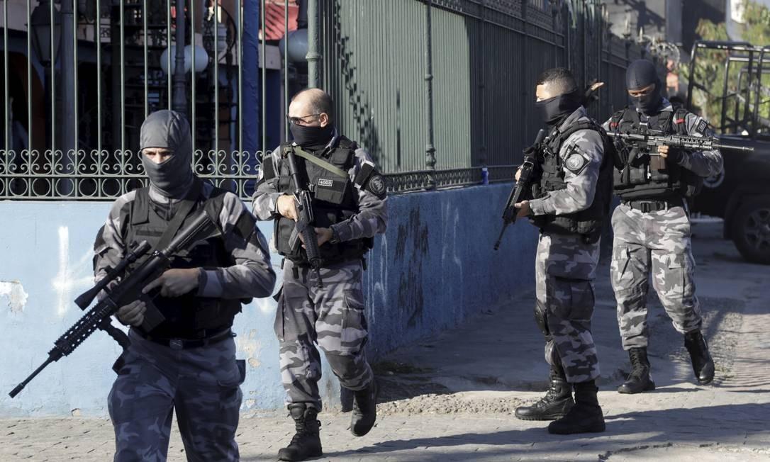 Operação no Complexo da Maré, no Rio Foto: Gabriel de Paiva / Agência O Globo / 17-06-2020