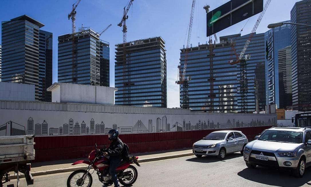 Na foto, a Avenida Luiz Carlos Berrini, centro do mercado financeiro de São Paulo: mudanças com trabalho de casa. Foto: Edilson Dantas / Agência O Globo