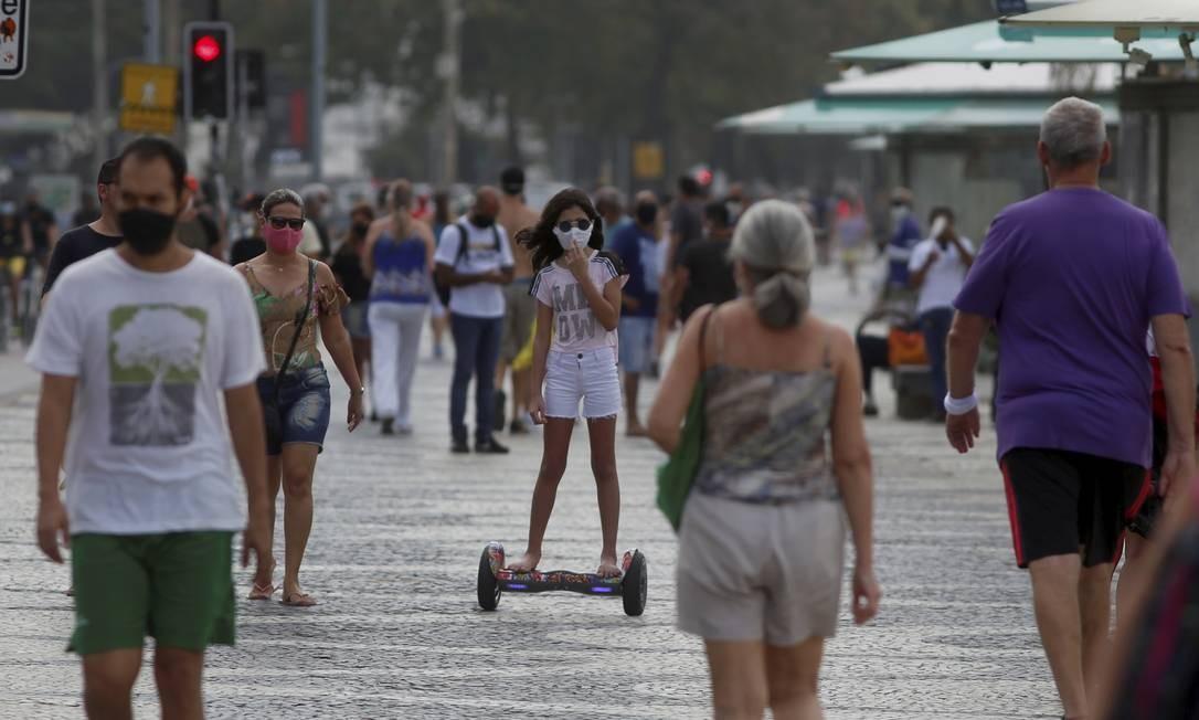 Fins de semana têm sido marcados por um grande movimento nas praias da cidade Foto: FABIANO ROCHA / Agência O Globo