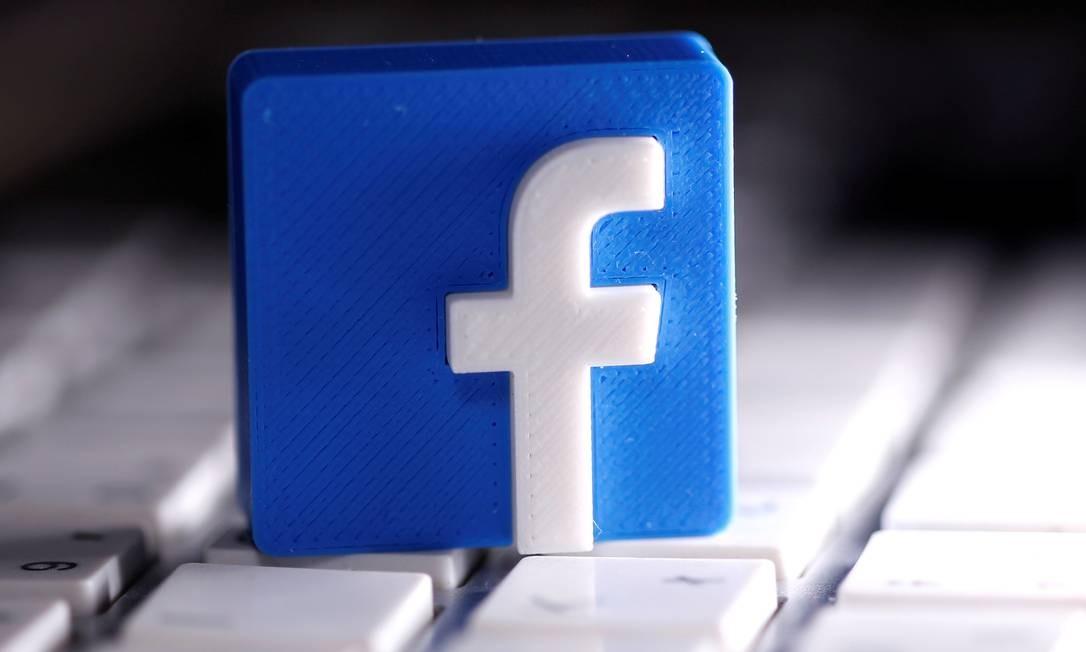 A logomarca do Facebook: cada vez mais empresas suspendem anúncios nas redes sociais do grupo por conteúdo de ódeio Foto: Dado Ruvic / REUTERS