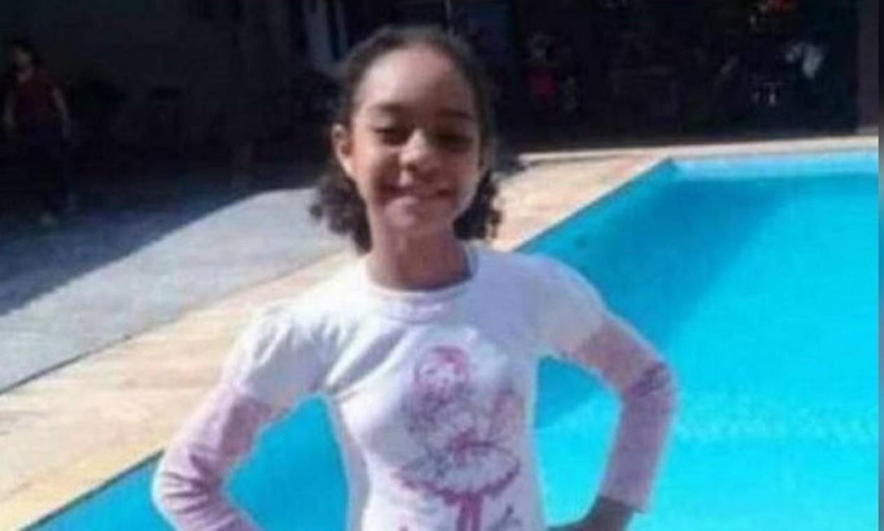 Aos 10 anos, Rayanne Lopes foi morta numa festa junina em Anchieta, na Zona Norte, em 28 de junho de 2020. O pai dela também foi balado ao tentar protegê-la na chacina, que deixou cinco mortos e sete feridos. Ele passou por cirurgia e sobreviveu. Testemunhas contaram que quatro homens com fuzis saltaram de um carro preto atirando contra o evento Foto: Reprodução