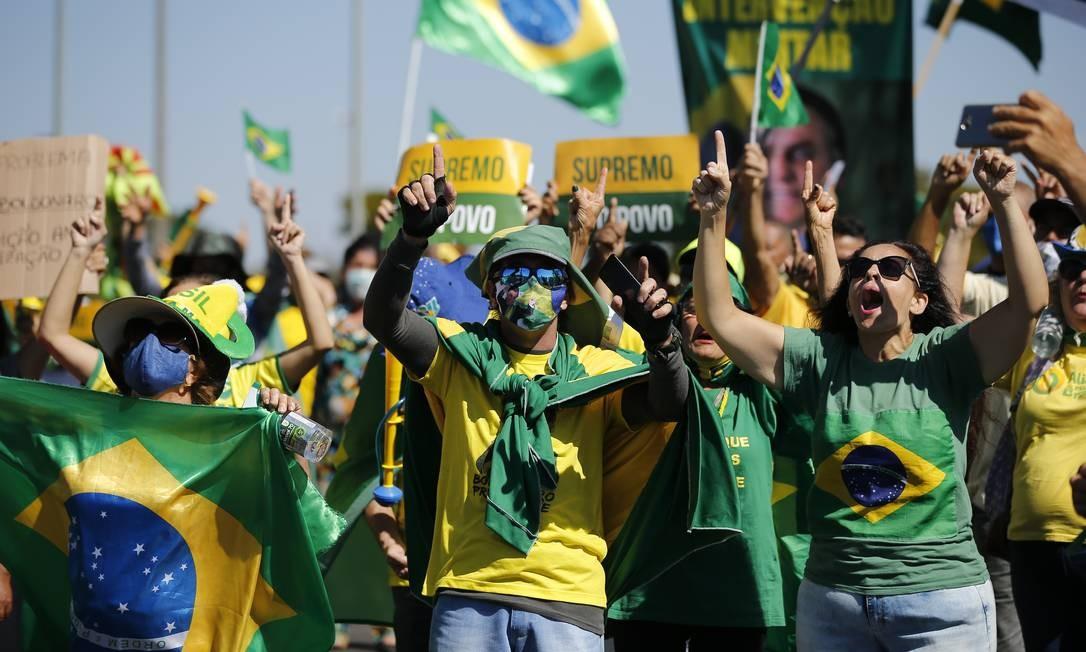 Apoiadores de Bolsonaro realizam ato pedindo intervenção militar Foto: Pablo Jacob / Pablo Jacob