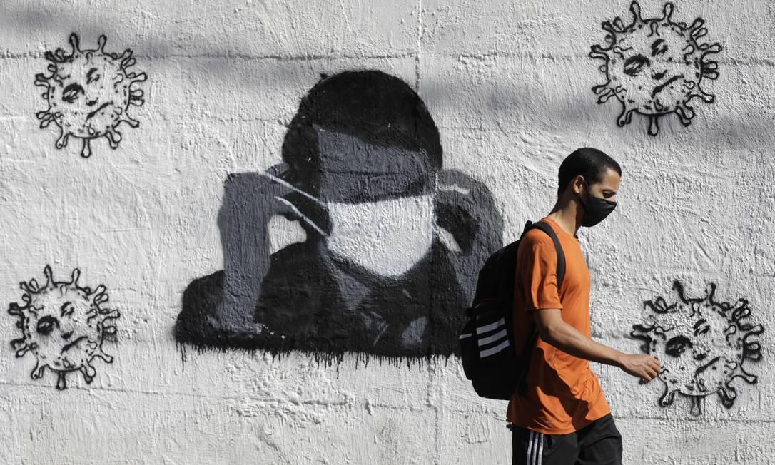Grafite com crítica ao presidente Jair Bolsonaro, no Rio Comprido, Zona Norte do Rio Foto: Luiza Moraes / Agência O Globo