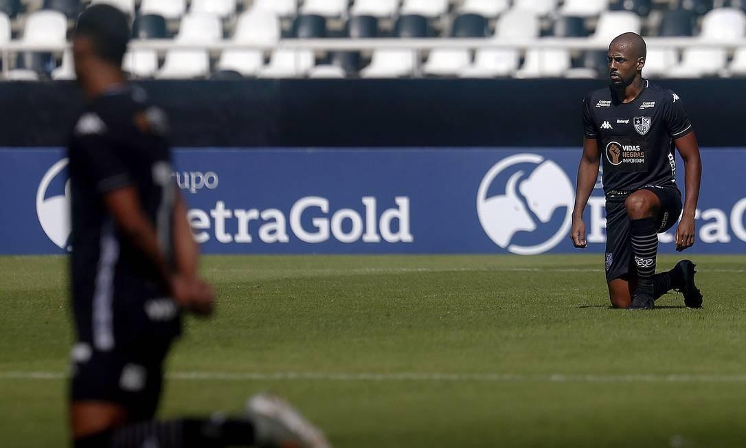 Jogadores do Botafogo protestam em partida contra a Cabofriense, pelo estadual Foto: VITOR SILVA/Botafogo