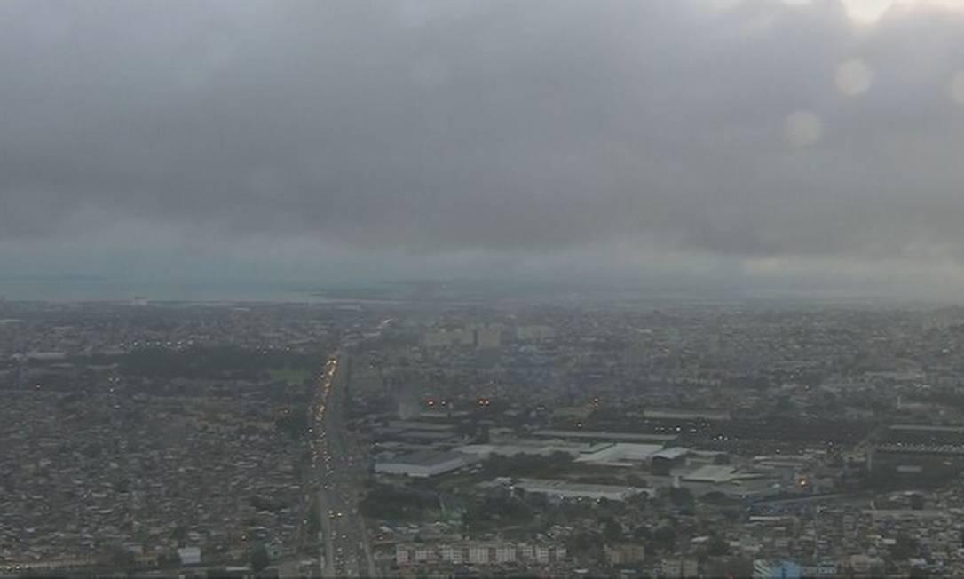 O céu nublado no início desta segunda-feira Foto: TV Globo / Reprodução