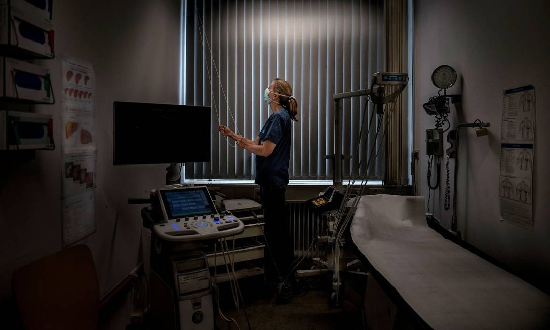 A Dra. Camilla Rothe e sua equipe foram uns dos primeiros a alertar sobre o risco de transmissão do coronavírus por assintomáticos Foto: Laetitia Vancon para The New York Times