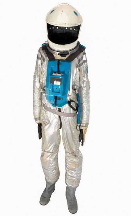 """O traje espacial, avaliado entre US$ 200 mil e US$ 300 mil, teria sido usado pelo personagem David Bowman (interpretado por Keir Dullea) quando """"matou"""" HAL no filme considerado um dos mais emblamáticos da história do cinema Foto: - / AFP"""
