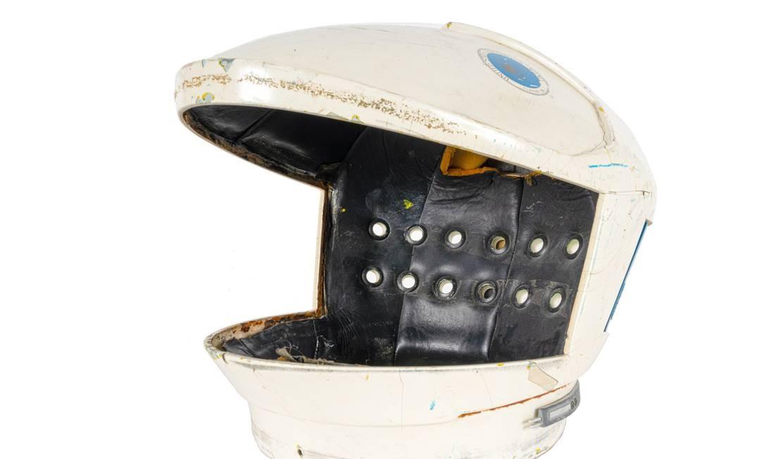 O capacete do traje espacial. Roupa será item principal de um leilão sobre exploração espacial e Hollywood, marcado para acontecer em 17 e 18 de julho, em Beverly Hills Foto: - / AFP