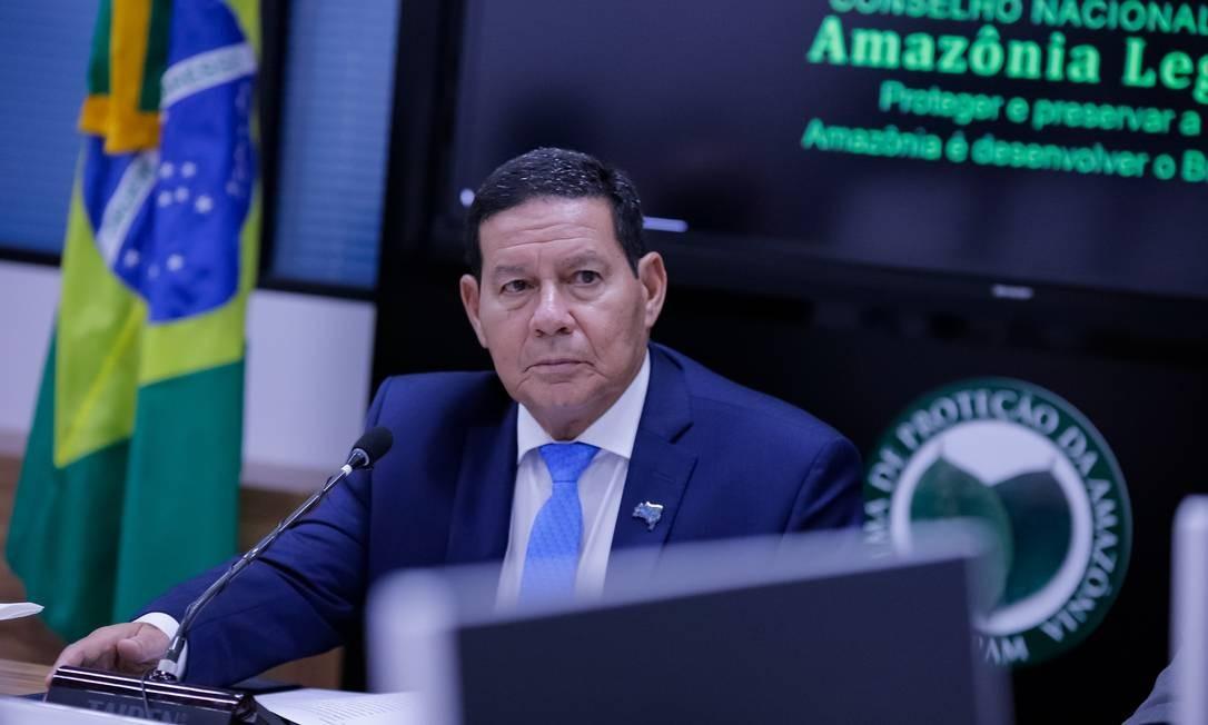 À frente do Conselho Nacional da Amazônia, o vice-presidente, Hamilton Mourão, lidera grupo que vai elaborar estratégia de comunicação para melhorar imagem do país Foto: Romério Cunha