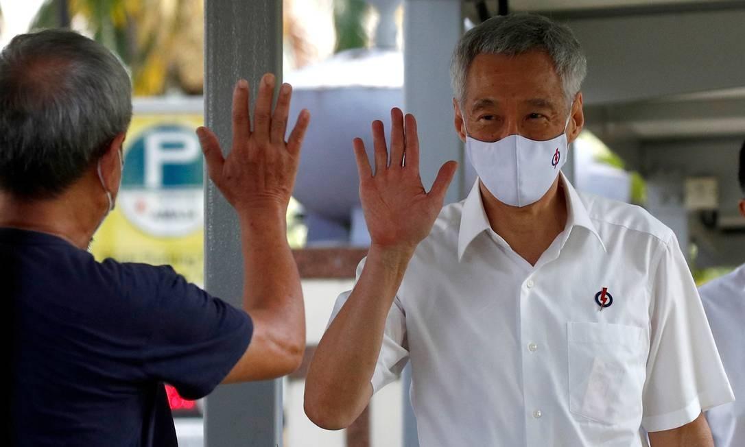 O primeiro-ministro Lee Hsien Loong, do Partido da Ação Popular, chegou a um centro de nomeação antes das eleições gerais, em Cingapura Foto: EDGAR SU / REUTERS