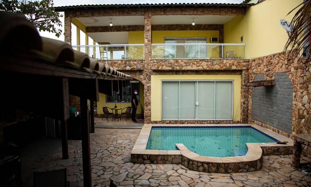 Mad vivia em um condomínio de classe média, na Vila Valqueire, com piscina e churrasqueira e uma Mitsubishi Pajero na garagem Foto: Hermes de Paula / Agencia O Glob / Agência O Globo