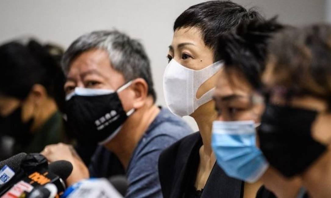Tanya Chan, no centro, do Partido Cívico, Jimmy Smam (segundo à direita), de uma organização pró-democracia e outros ativistas se disseram preocupados Foto: ANTHONY WALLACE/AFP