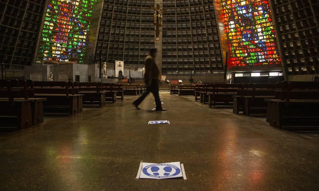 Após retomada presencial, fiéis vão ter que agendar ida à missa e até confissão em igrejas do Rio Foto: Gabriel Monteiro / Agência O Globo