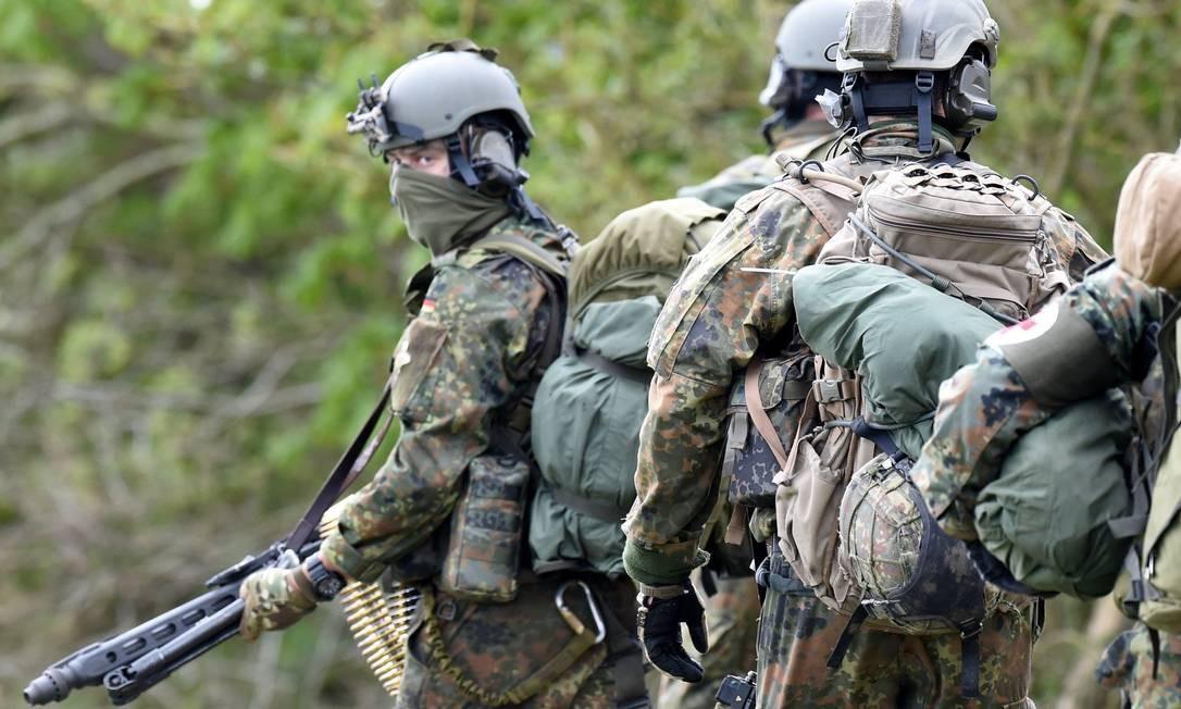 Militares do Comando de Forças Especiais (KSK, na sigla em alemão) da Alemanha em 2017 Foto: Carsten Rehder / AFP