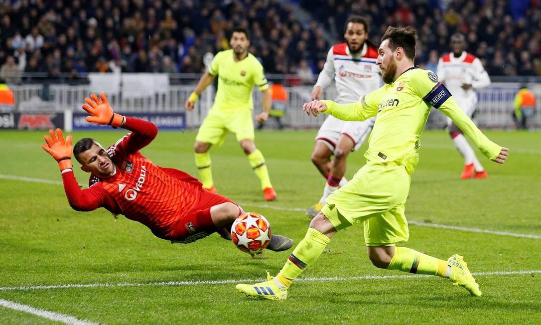 Anthony Lopes, do Lyon, salva o gol de investida de Messidurante partida da Liga dos Campeões na França, em 19 de fevereiro de 2019 Foto: EMMANUEL FOUDROT / Reuters