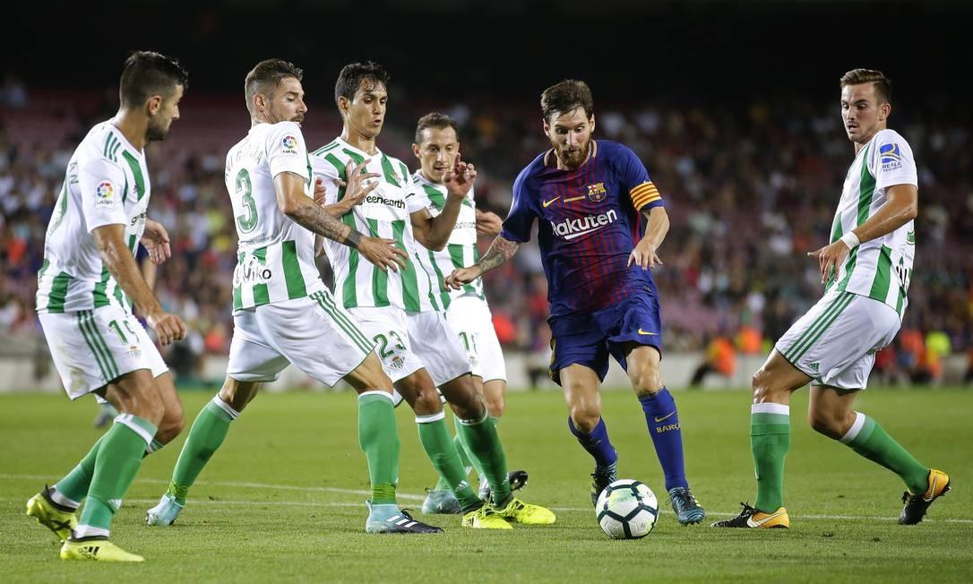 Messi, em ação durante a partida contra o Betis, em 20 de agosto de 2017 Foto: Manu Fernandez / AP