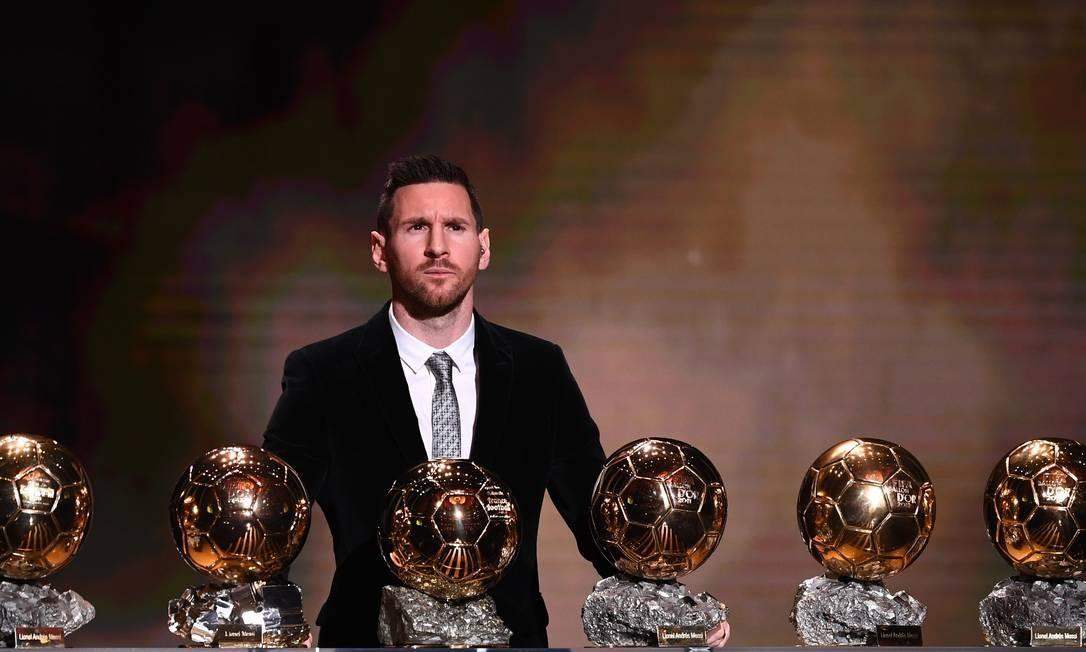O recordista Lionel Messi com suas seis conquistas na 'Bola de Ouro' Foto: FRANCK FIFE / AFP