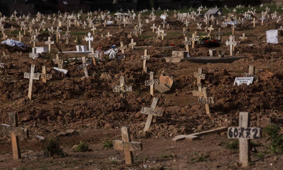 Covas rasas no Cemitério do Caju: estado registrou mais 232 óbitos por Covid-19 nas últimas 24 horas Foto: Gabriel Monteiro / Agência O Globo