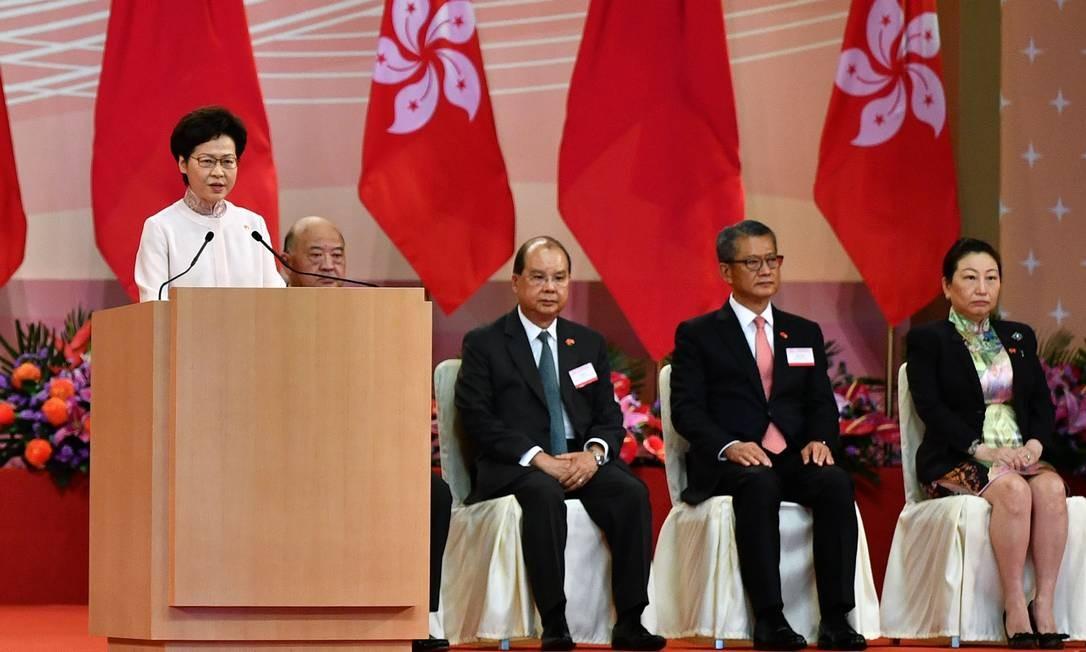 Chefe do Executivo de Hong Kong, Carrie Lam, em discurso durante evento de comemoração do 23º aniversário do retorno de território à China Foto: ANTHONY WALLACE / AFP