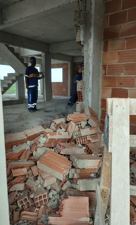 Mesmo inacabados, alguns apartamentos já tinham moradores Foto: Divulgação