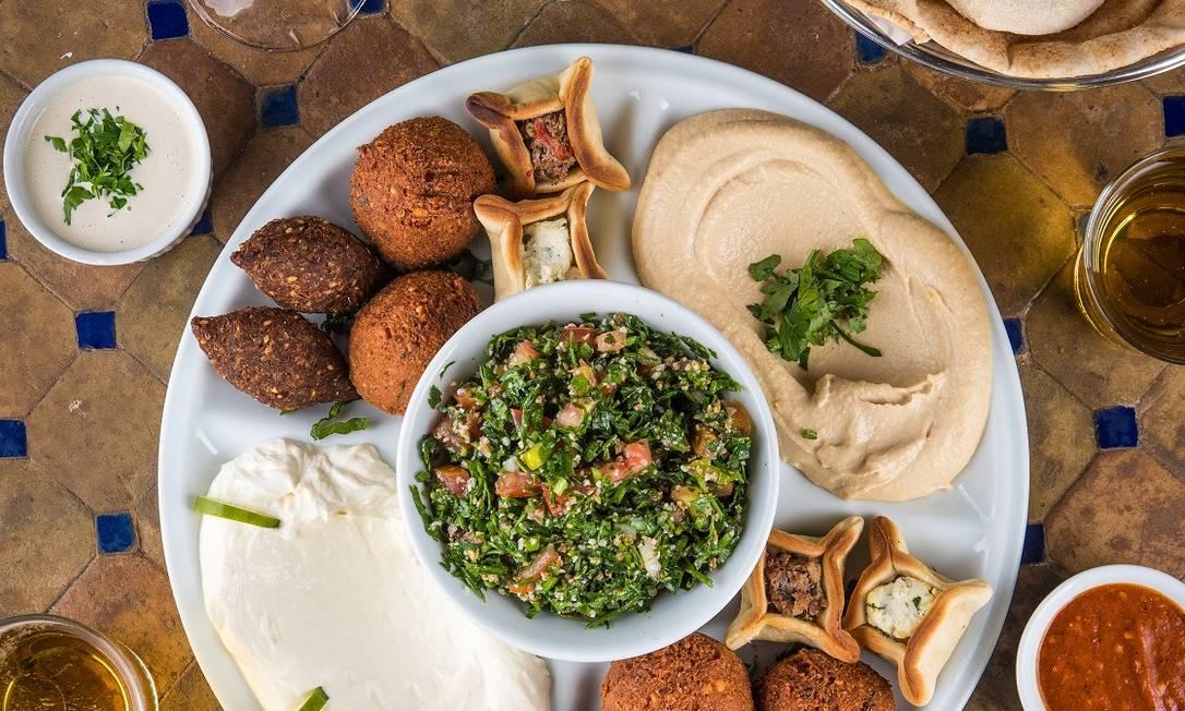 Amir. Tradicional restaurante de comida árabe tem 30% de desconto na happy hour Foto: Tomás Rangel / Divulgação