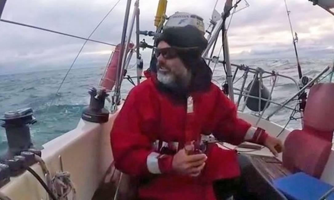 Ballestero navegou sozinho por três meses para poder estar com a família em Mar del Plata Foto: JUAN MANUEL BALLESTERO