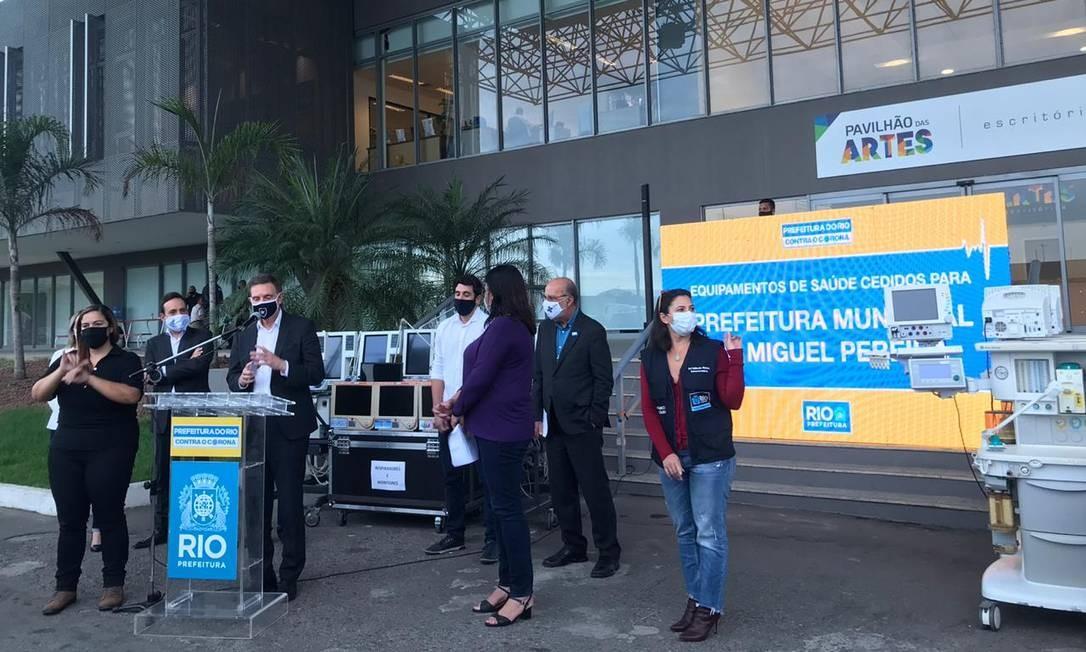 Prefeito Marcelo Crivella durante coletiva nesta quarta-feira no Riocentro Foto: Letícia Lopes