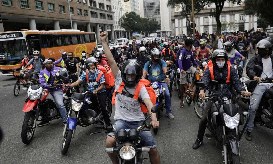 Entregadores fazem protesto na Candelária, no Centro do Rio Foto: Ricardo Moraes / Reuters