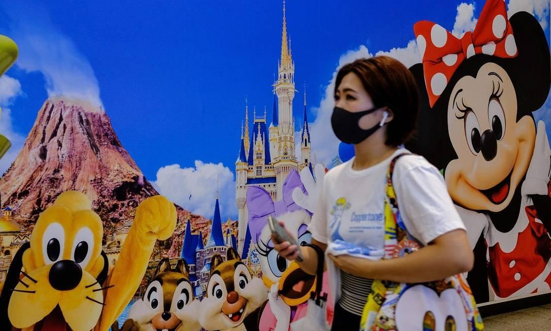 Frequentadores também devem usar máscaras enquanto estiverem dentro do parque Foto: PHILIP FONG / AFP