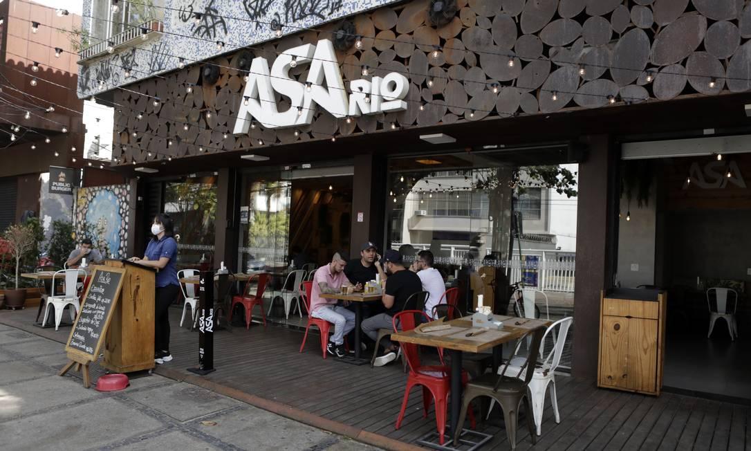 Regras para uso de calçadas mudam na reabertura do setor gastronômico Foto: Luiza Moraes / Agência O Globo