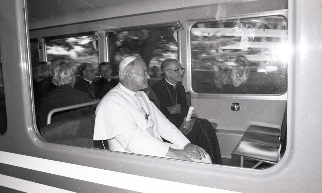 João Paulo II no trenzinho do Corcovado Foto: Manoel Soares / Agência O Globo