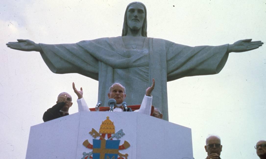 Visita foi a primeira do Papa ao Brasil. João Paulo II percorreu treze cidades em apenas doze dias. Maratona teve um total de 30 mil quilômetros Foto: Orlando Brito / Agência O Globo