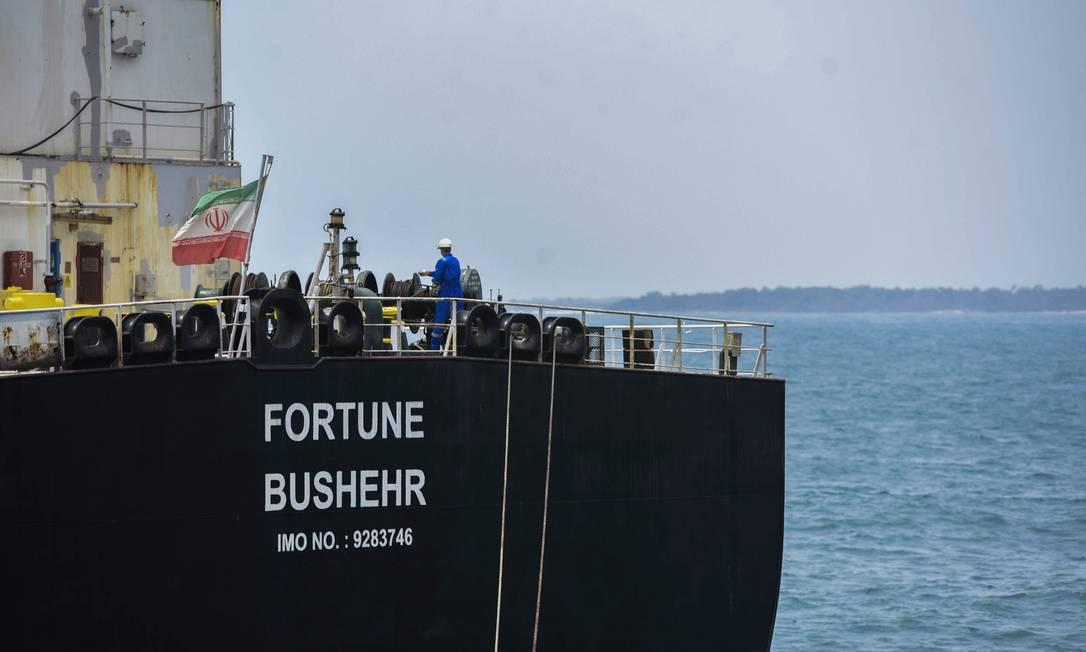 Uma das embarcações petroleiras do Irã enviada à Venezuela Foto: - / AFP