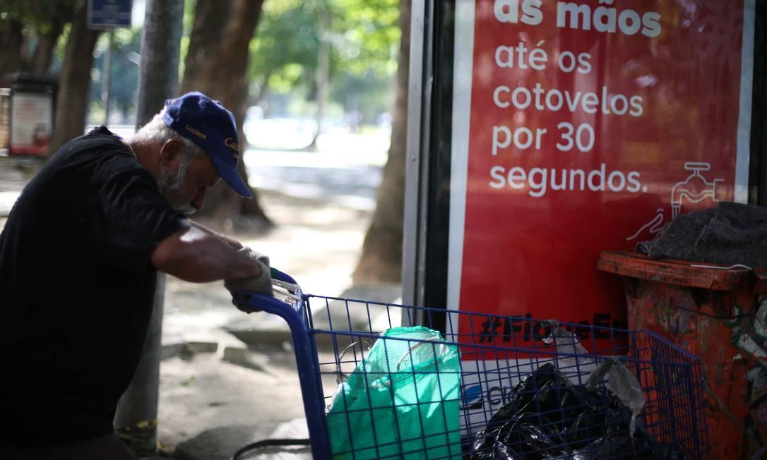Antônio Sérgio Barbosa Trouzon, 67 anos, esta morando nas ruas da Glória Foto: Pedro Teixeira / Agência O Globo
