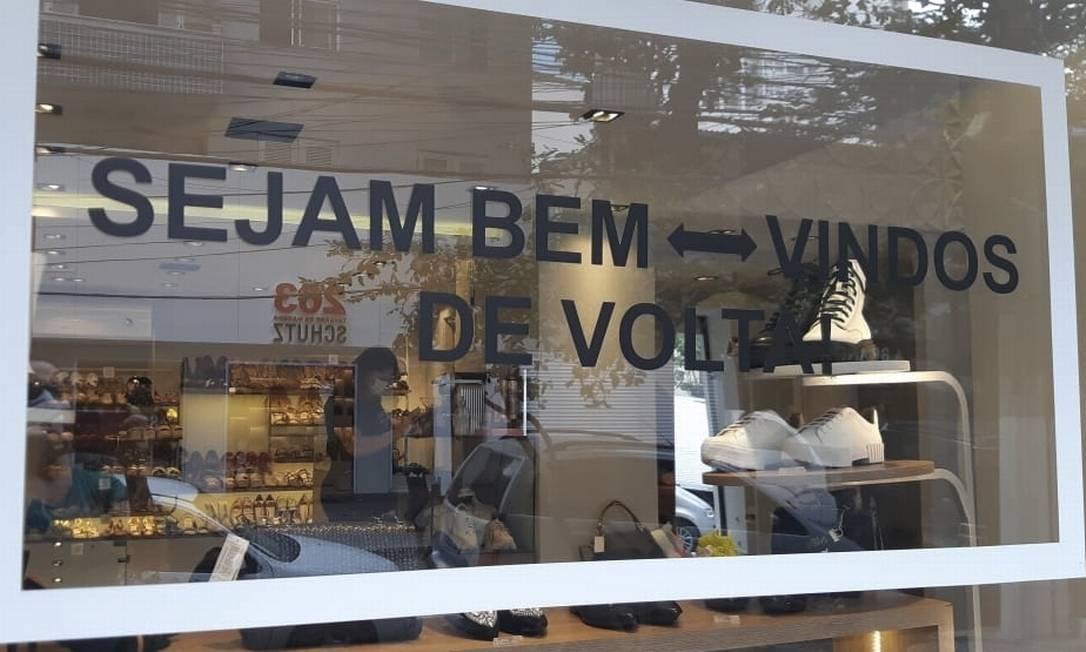 Loja em Icaraí dá boas-vindas aos clientes: movimento ainda é fraco Foto: Fernanda Freitas