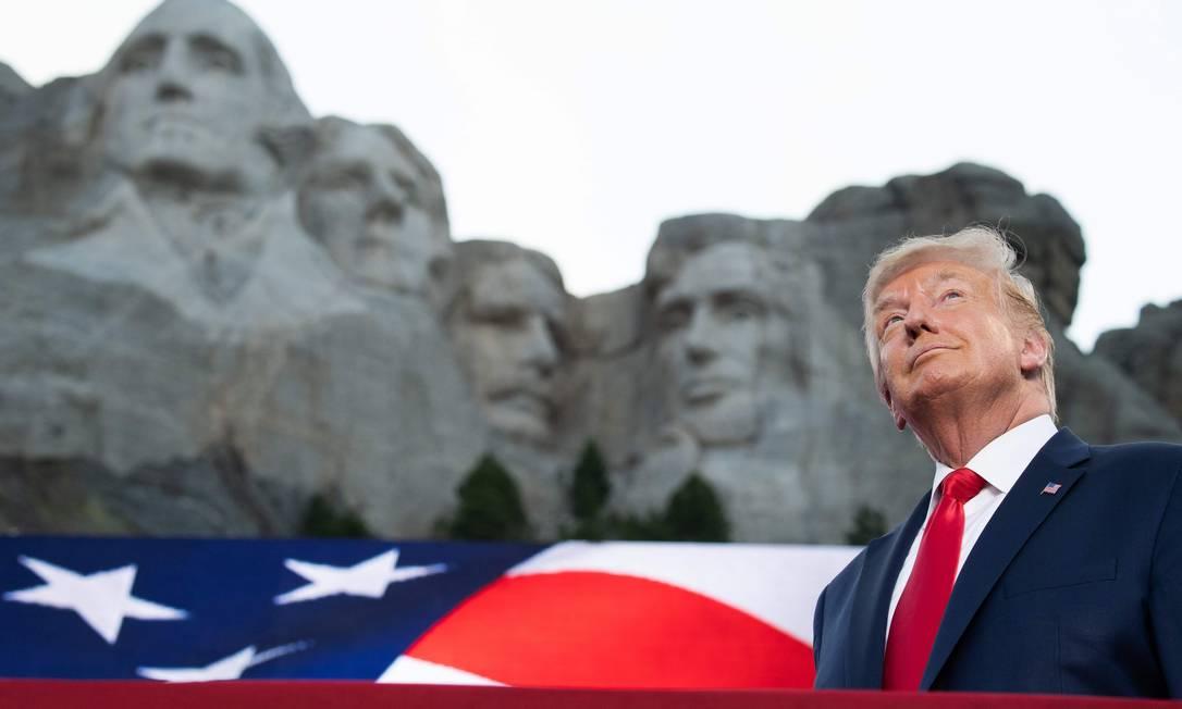 Donald Trump chega a emblemático Monte Rushmore, em Dakota do Sul, para comemorações pelo Dia da Independência Foto: SAUL LOEB / AFP