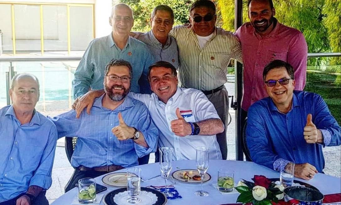 Presidente Jair Bolsonaro celebra independência norte-americana, em Brasília Foto: Divulgação/Facebook