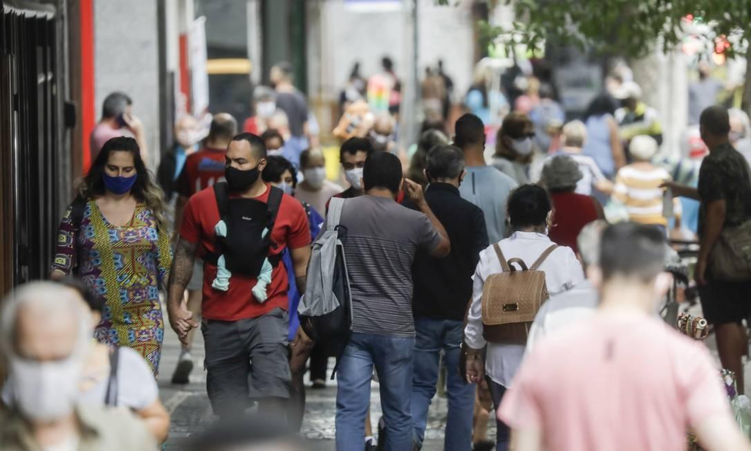Depois da reabertura do comércio e restaurantes, Copacabana tem grande movimento nas ruas 03-07-2020 Foto: Gabriel de Paiva / Agência O Globo