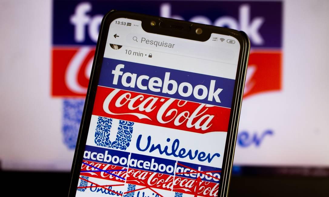 Grandes companhias globais como a Coca-Cola e a Unilever suspenderam anúncios no Facebook, pressionando a rede social a conter a disseminação de conteúdo de ódio e notícias falsas Foto: A7 Press / Agência O Globo