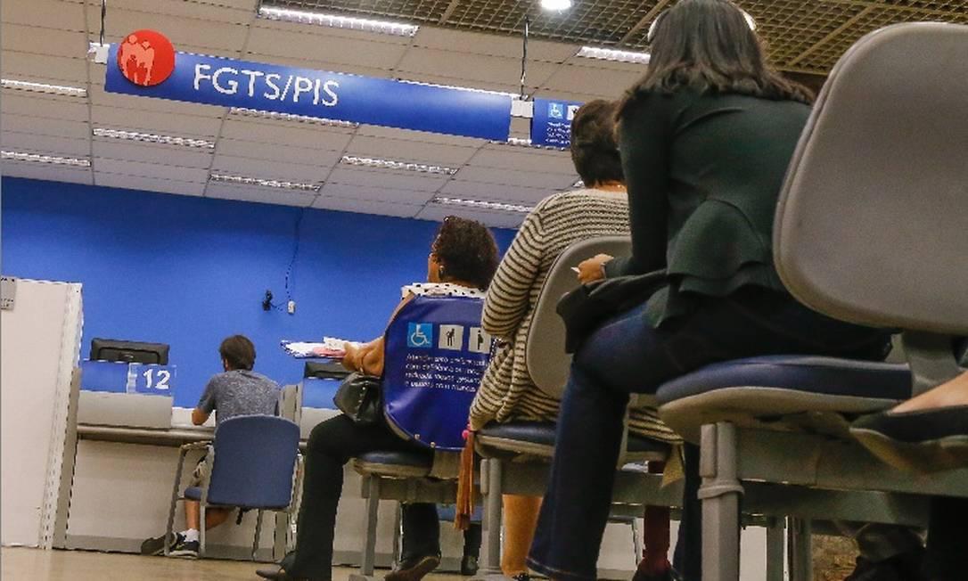 Dinheiro é automaticamente retirado do FGTS do trabalhador e transferido para uma conta aberta exclusivamente em seu nome para este saque emergencial Foto: Marcelo Régua/Agência O Globo
