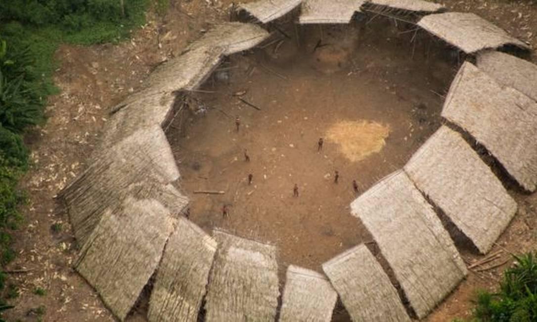 O garimpo tem se aproximado de comunidades isoladas como a Moxihatëtëma, subgrupo yanomami que vive em isolamento voluntário Foto: Funai