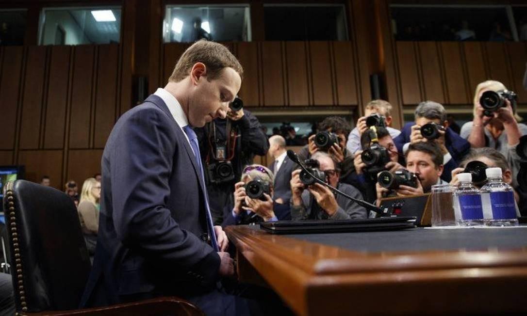 O cofundador e diretor executivo do Facebook Mark Zuckerberg em testemunho ao Comitê Judiciário do Senado dos EUA em 10-6-2018 Foto: Leah Millis / REUTERS