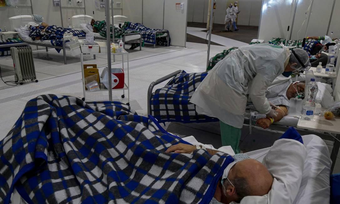 Pacientes se recuperam em UTI do hospital de campanha do Anhembi, em São Paulo, no último dia 1º. Foto: MIGUEL SCHINCARIOL / AFP
