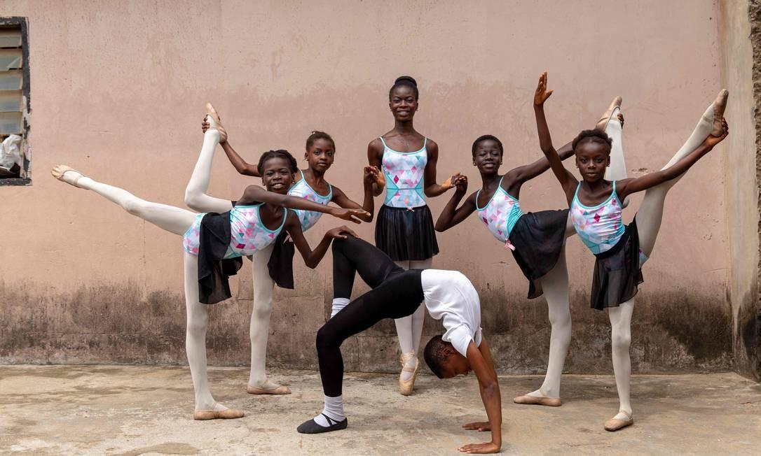 A academia Leap of Dance, que Ajala financia do próprio bolso, atende 12 alunos, com idades entre 6 e 15 anos Foto: BENSON IBEABUCHI / AFP