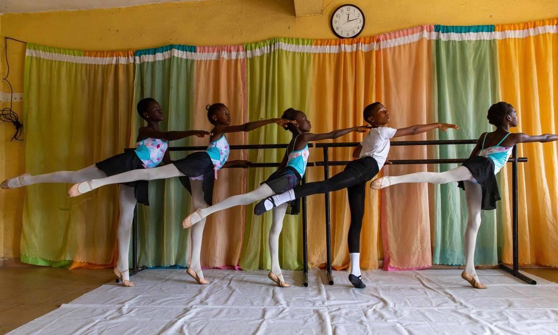 A Academia Leap of Dance foi fundada pelo bailarino autodidata Daniel Ajala, no final de 2017 Foto: BENSON IBEABUCHI / AFP